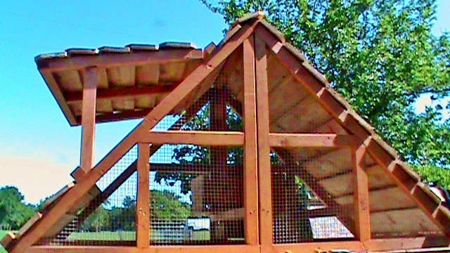 us made portable chicken coop for 2-7 hens